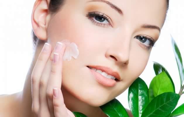 Como fazer tratamentos e máscaras faciais em casa